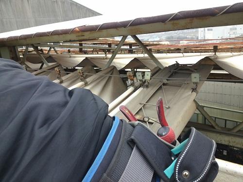 開閉式テント補修工事中