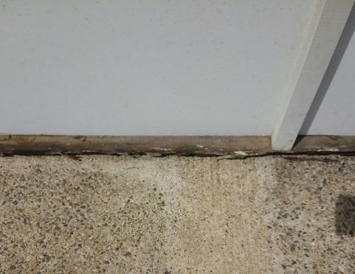 壁面看板撤去