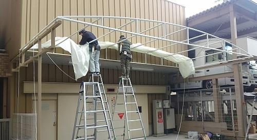 鉄骨取付と塗装完了して、テント張り中
